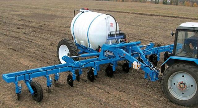 Внесение аммиачной воды в почву под зябь механизированным способом